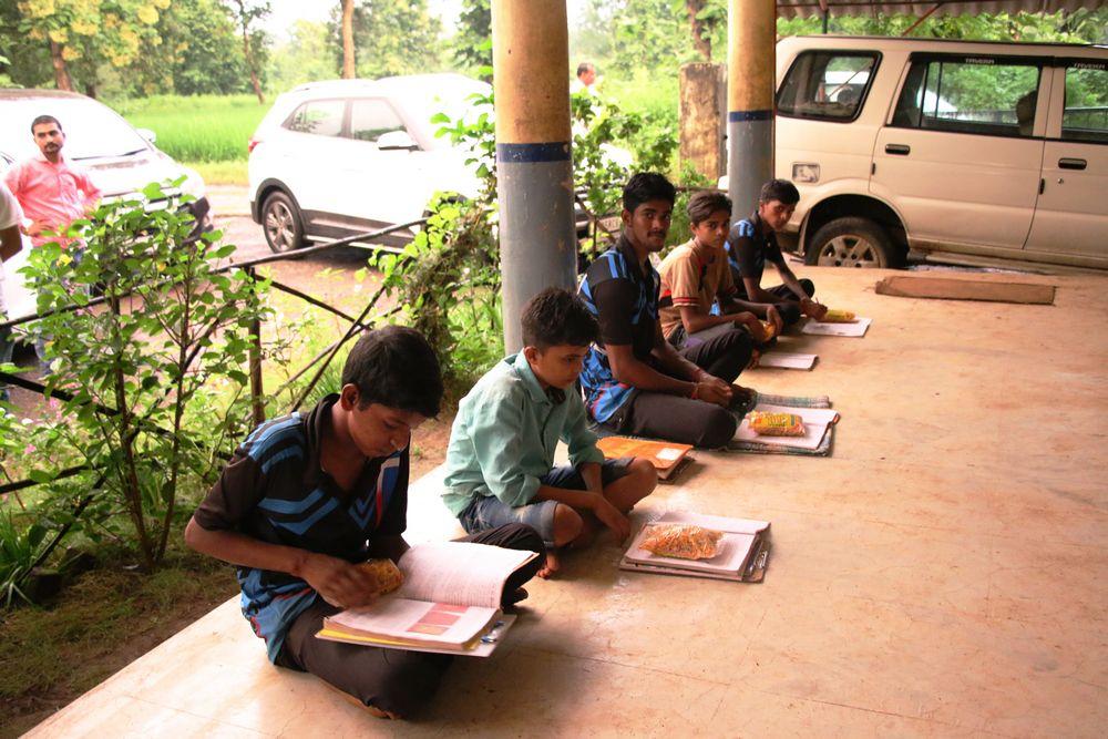 Food Packet - Mahatma Gandhi Kumar Chatralaya, Vanvasi Vikas Mandal, Zavda, Vaghai, Dang - United World Foundation
